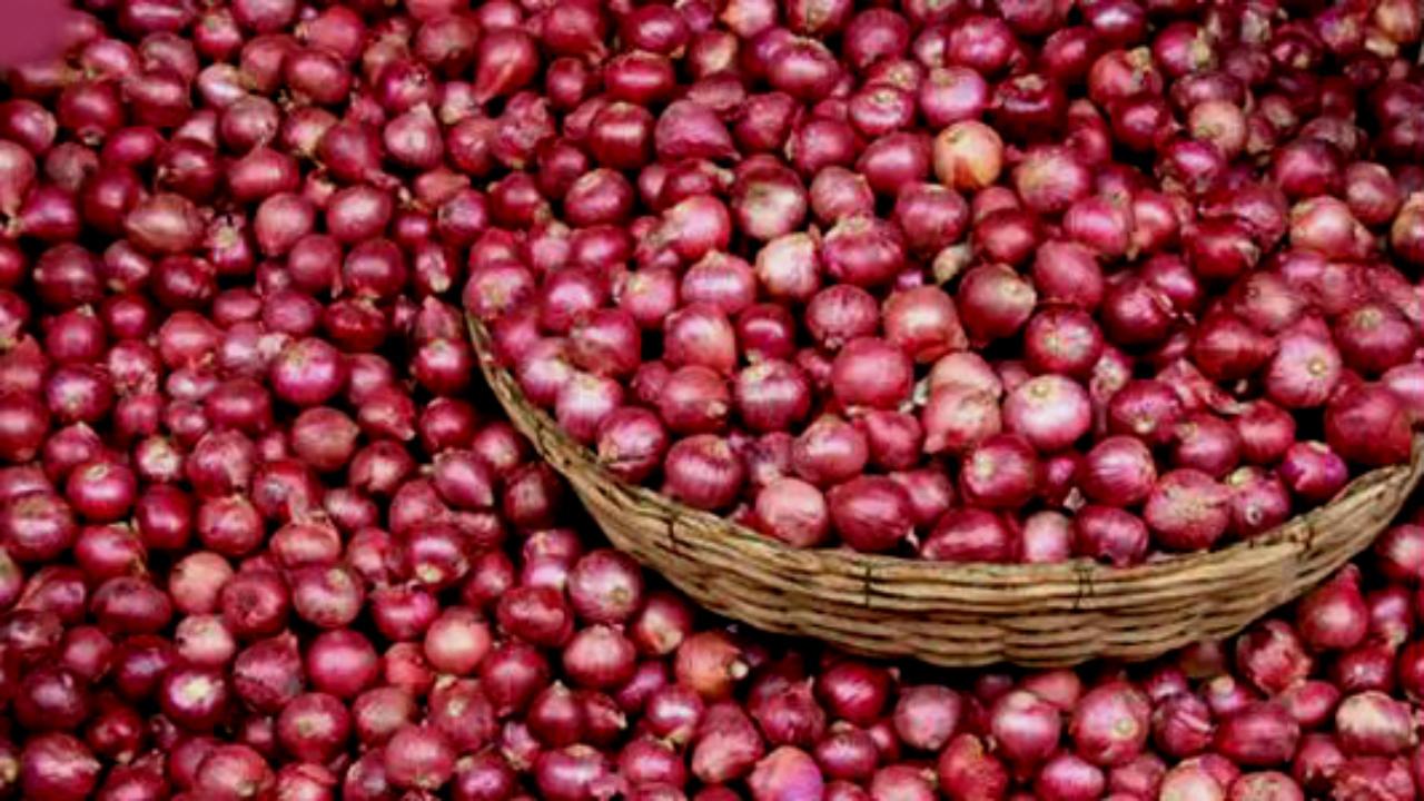 ಕೊರೊನಾಘಾತದ ನಡುವೆ ಜನರಿಗೆ 'ಕಣ್ಣೀರುಳ್ಳಿ', 100ರ ಗಡಿ ದಾಟಿದ ಈರುಳ್ಳಿ ರೇಟ್