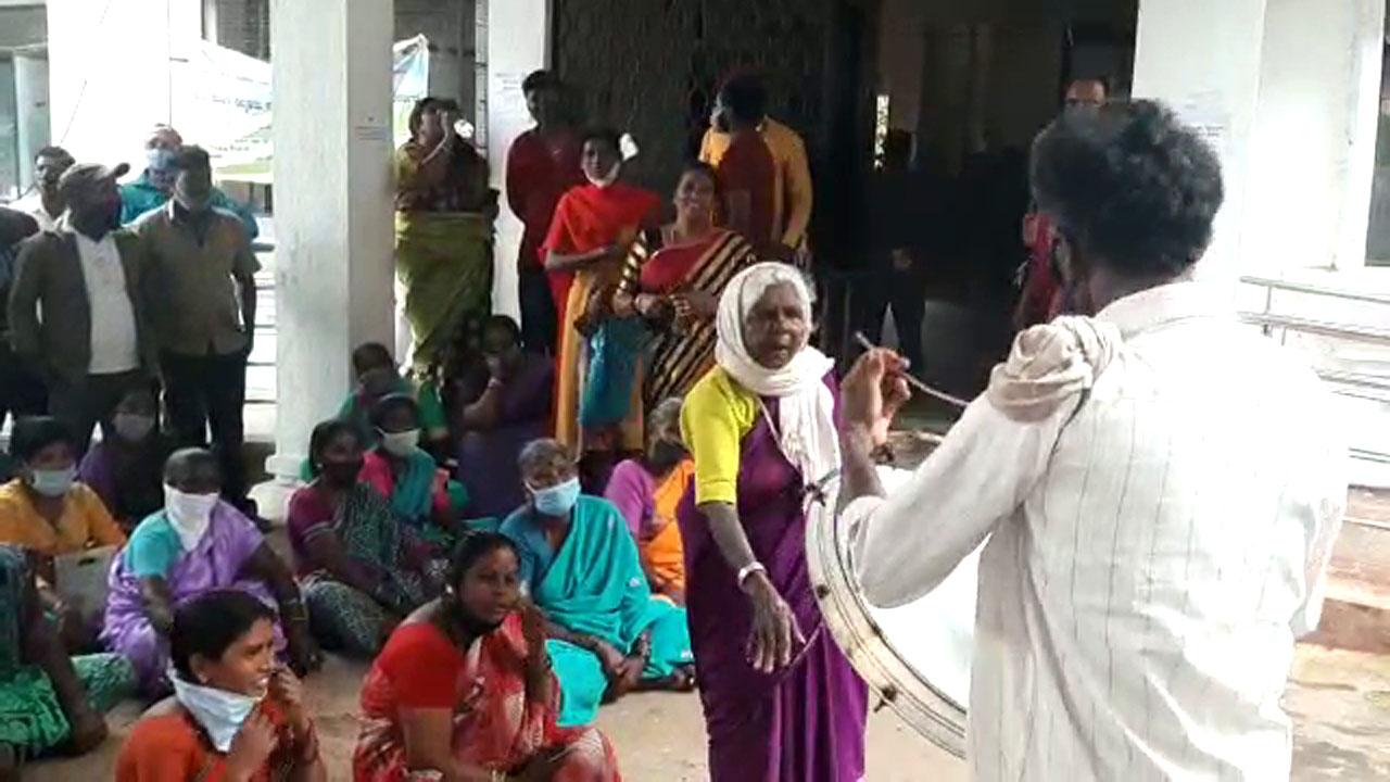 ಸಿದ್ಧಗಂಗಾ ಮಠಕ್ಕೆ ಗೋಮಾಳ ಜಮೀನು: ಯಲಚಗೆರೆ ಗ್ರಾಮಸ್ಥರ ವಿರೋಧ-ಪ್ರತಿಭಟನೆ-ಎಚ್ಚರಿಕೆ