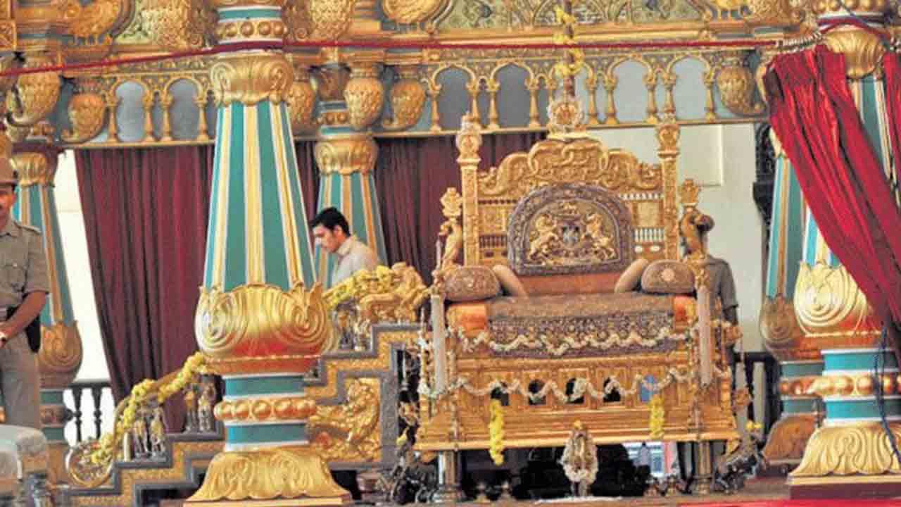ಅರಮನೆಯಲ್ಲಿಂದು ಖಾಸಗಿ ದರ್ಬಾರ್ ನಡೆಸಲಿದ್ದಾರೆ ಯದುವೀರ್ ಕೃಷ್ಣದತ್ತ ಚಾಮರಾಜ ಒಡೆಯರ್