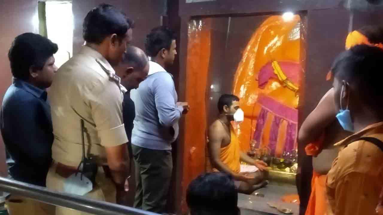 575 ಮೆಟ್ಟಿಲನ್ನೇರಿ ಹನುಮನ ದರ್ಶನ ಪಡೆದ ಪುನೀತ್ ರಾಜ್ಕುಮಾರ್