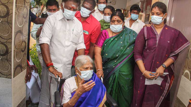 O Panneerselvam with his family