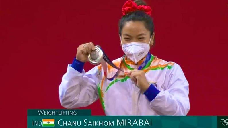 Tokyo Olympics 2020: ಟೋಕಿಯೋ ಒಲಿಂಪಿಕ್ಸ್ನಲ್ಲಿ ಭಾರತಕ್ಕೆ ಮೊದಲ ಪದಕ: ಬೆಳ್ಳಿ ತಂದಿತ್ತ ಮೀರಾ ಬಾಯಿ